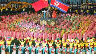 Gyümölcsöző – Kim Dzsongun Pekingben