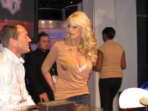 Stormy_Daniels_at_AEE2008_Day2_1