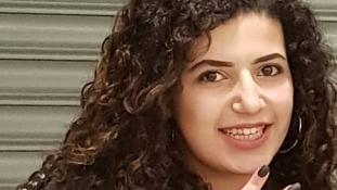 Meghalt az egyiptomi lány, akit tíz nő vert meg Angliában
