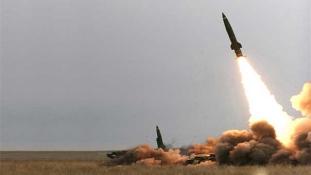 Rakétatámadás Rijád ellen – egy ember meghalt