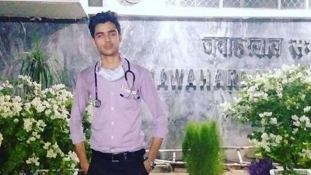 Orvosnak adta ki magát és hónapokig dolgozott egy kórházban egy indiai férfi