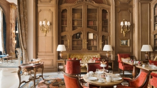 10.000 luxusbútort árusít ki a legendás Ritz Paris
