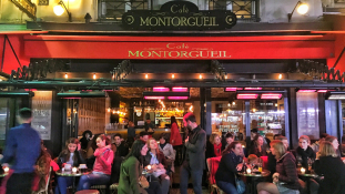 Részegen nőket molesztált Párizsban az egykori államtitkár
