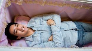 Kávé és halál: koporsóba csábítja vendégeit egy bangkoki kávéház