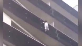 Migráns hőstett Párizsban – videó