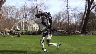 Úgy fut, mint az ember: újabb robottal jelentkezett a Boston Dynamics