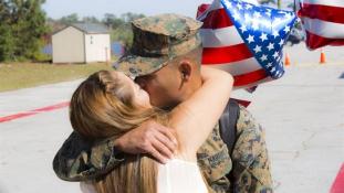 Katonai továbbképzés: megcsókolhatom?