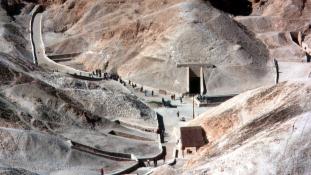 Még sincs titkos kamrája Tutanhamonnak