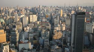 Lángoló felhőkarcoló San Paolóban – videó