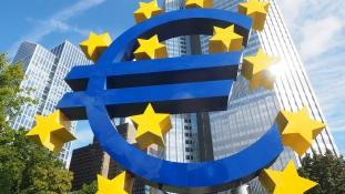 Merkel továbbra sem támogatja Macron euróövezeti reformjait