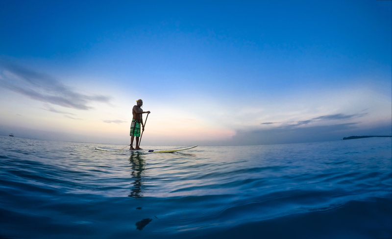 stand-up-paddler-in-the-ocean-in-sri-lanka_800
