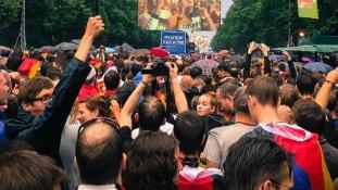 Franciaországban betiltják a kivetítőket a focivébé idejére a közterületeken