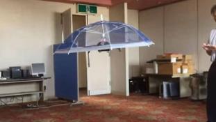 Jönnek a repülő esernyők