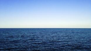 Miért vág neki a Csendes-óceánnak egy francia úszó?