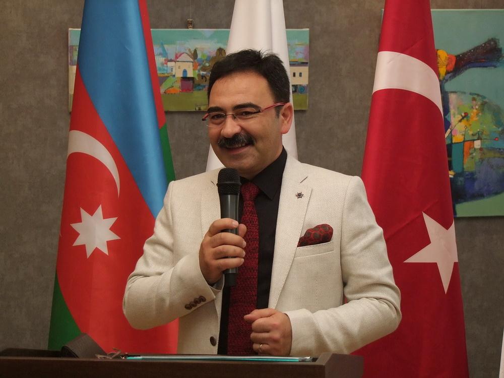 Ilham Enveroglu a kiállító művész (2)