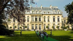 Buli az Élysée-palotában – videó