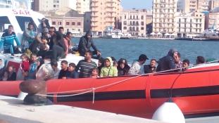 Itália nem enged be egy migránsokat szállító hajót