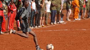 Afrikában sok futballmeccset vesznek meg – videó
