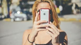 Rontják az okostelefonok a tinédzserek memóriáját