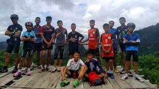 Életben maradtak – megtalálták a barlangban eltűnt thai fiúkat