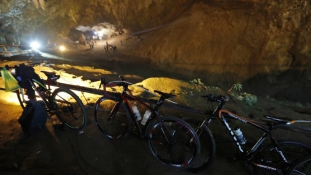 Eljött a D-nap Thaiföldön – kihozzák a fiúkat a barlangból