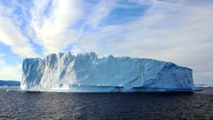 Timelapse videó a Grönlandot fenyegető óriási jéghegyről
