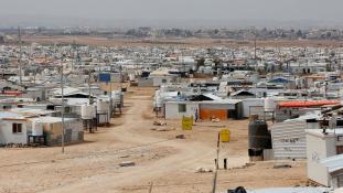 EU-n kívüli menekülttáborokat javasol Ausztria