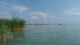 Flow-élményre alapuló játékos feladatok várják a fiatalokat a Balaton partján