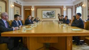 Pompeo Észak-Koreában: mindkét fél tisztázni akarja a helyzetet