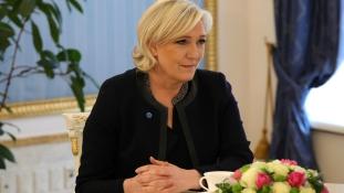 Párizsban félmillió euróért pezsgőztek