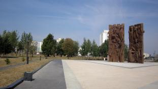 A német elnök is fejet hajtott a náci láger áldozatai előtt Fehéroroszországban
