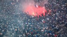 Népünnepély a Champs-Élysées-n a vébé-győzelem után – videó