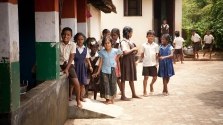 A boldogság iskolája: Indiában tananyag a lelki fejlesztés