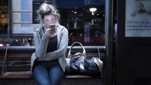 Munkaidőnek számít-e az utazás alatti emailezés?