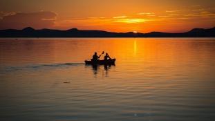 Zsúfolásig vannak a strandok, szinte lehetetlen szállást találni a Balatonon