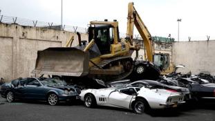 4,5 millió euró értékű luxusautót zúzatott be a Fülöp-szigetek elnöke