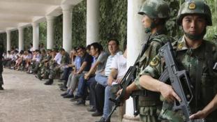 """Titkos táborok """"lázadó"""" ujguroknak Kínában"""