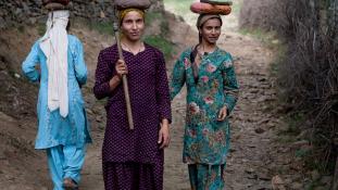 Nyolcan erőszakoltak meg egy terhes asszonyt Indiában