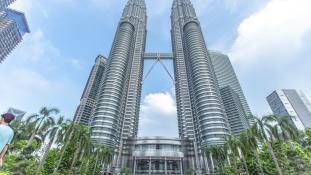 Már nemcsak korrupcióval, de pénzmosással is vádolják a bukott kormányfőt Malajziában