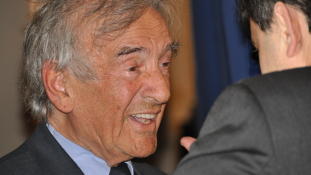 Antiszemita feliratok Elie Wiesel házán Mármarosszigeten