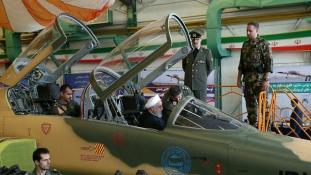 Az elnök próbálta ki az első iráni vadászgépet – videó