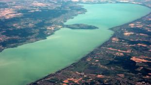 Őrült hétvége! Balatoni szállás ötmillióért, megtelt strandok
