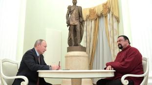 Steven Seagal orosz diplomata lett