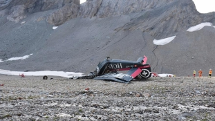 Lezuhant egy old timer Svájcban, húszan meghaltak