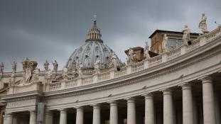 Lemondásra szólította fel Ferenc pápát egy nyugalmazott érsek