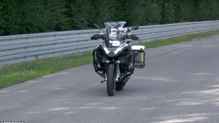 Önvezető motort mutatott be a BMW
