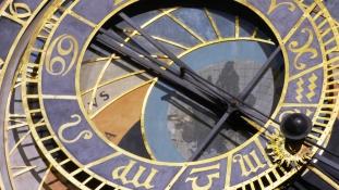 Újra ketyeg Prága 600 éves csillagászati órája