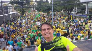 Nők tüntettek a macsó elnökjelölt ellen Brazíliában – videó