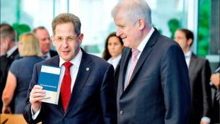 A belső elhárítás főnöke információt adott át a szélsőjobboldali ellenzéknek Németországban