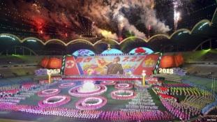 Katonai parádé interkontinentális rakéták nélkül Észak-Koreában